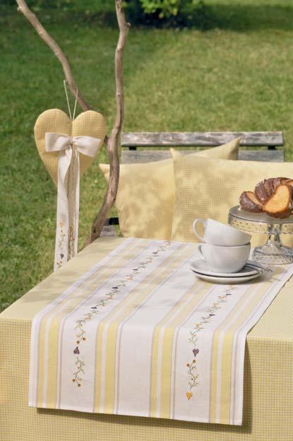 chemin de table blanc jaune du livre n117 support broder rico broderie alsacienne. Black Bedroom Furniture Sets. Home Design Ideas