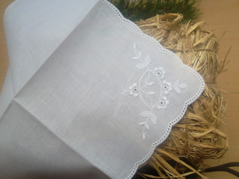 mouchoir en tissu crocheter 0014 mouchoirs fils crocheter broderie alsacienne. Black Bedroom Furniture Sets. Home Design Ideas